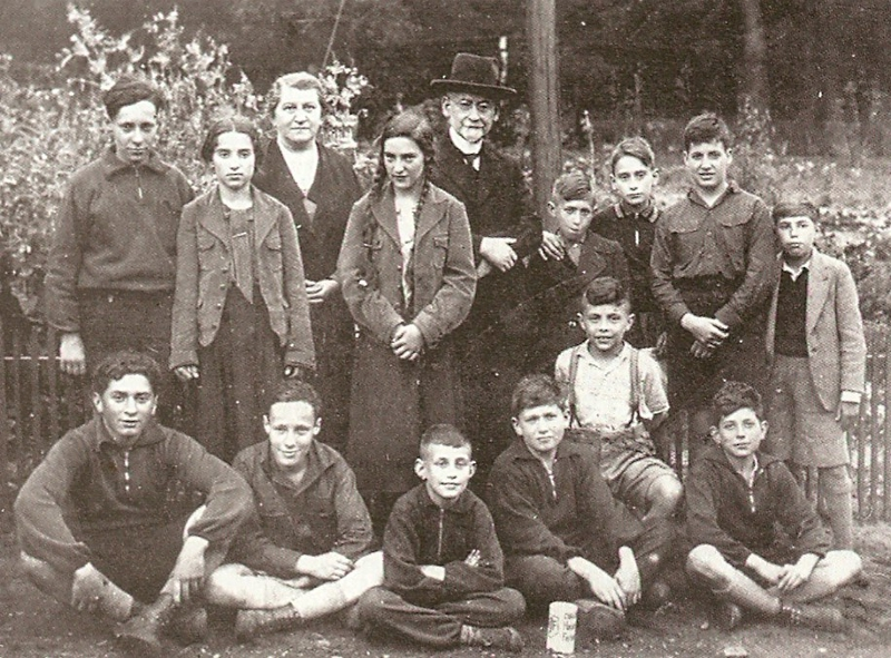 Rabbi Galliner with a students group from Gelsenkirchen.jpg